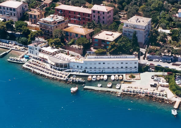 Isola del Giglio hotels on the beach
